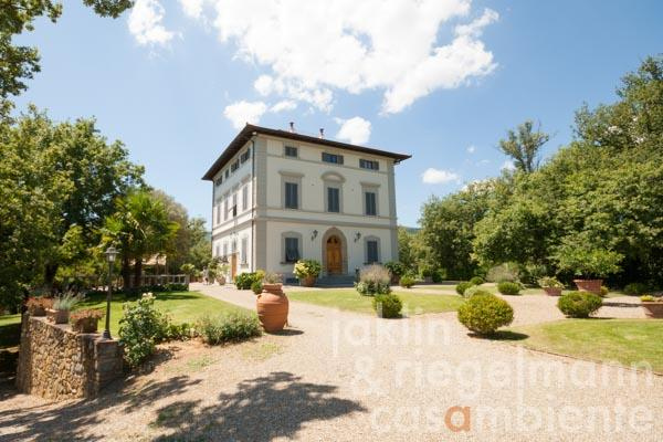 Villa Padronale with pool, park, olive grove and views onto the Chianti hills