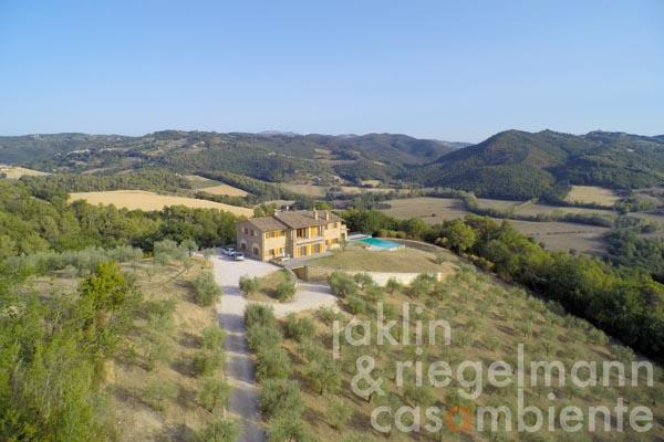 The wonderful villa in Umbria with infinity swimming pool, 9 ha of land and spectacular 270° views