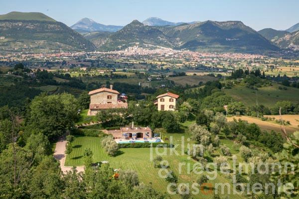 Holiday rental property in Umbria with country house, annexe, pool house and olive grove