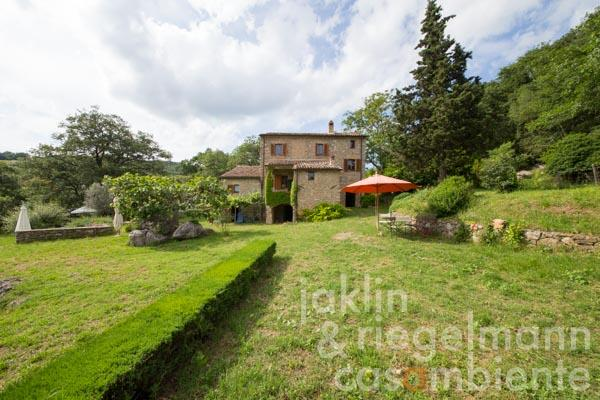Stone built house with truffle reserve at the foot of Monte Cetona near San Casciano dei Bagni