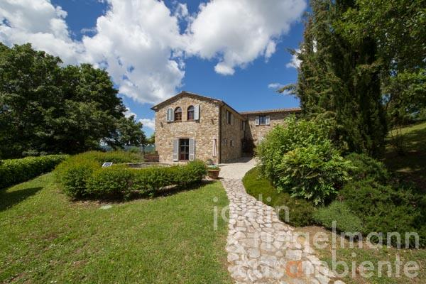 The charming traditional farmhouse for sale with pool overlooking the hills of Lake Trasimeno in Umbria