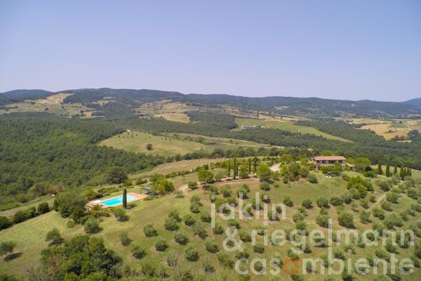 The special natural stone property for sale in Umbria with pool and breathtaking 360° panoramic views