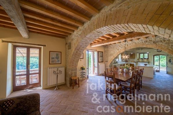 The typical Umbrian country house for sale with swimming pool and panoramic views onto Montone