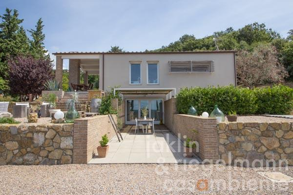 Beautiful modern house for sale with olive grove in panoramic position near the Tyrrhenian Sea