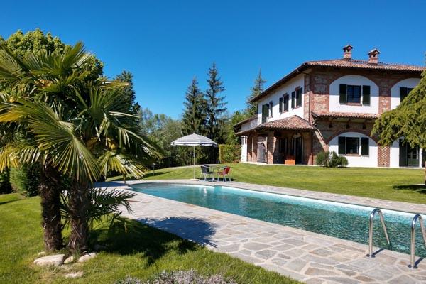 Landhaus mit phantastischen Gewölbedecken und Blick auf den Monviso