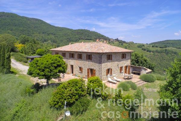 The spacious restored farmhouse for sale in Umbria with stunning 360° panoramic views