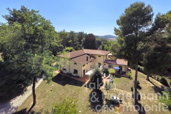 Repräsentative toskanische Villa nahe Livorno zu verkaufen