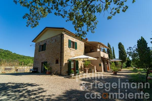 Restored country house with rental potential in sought-after location near Arezzo in Tuscany