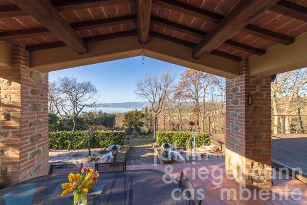 Pretty newly built house of natural stone with garden and view on Lago Trasimeno