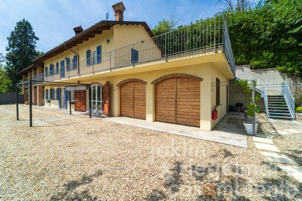 Spacious restored country house with pool near Alba in Piedmont
