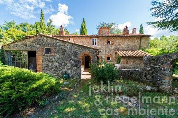 Country house with painter's studio in idyllic location near Massa Marittima