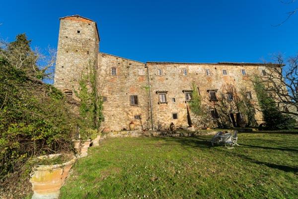Große historische Abtei aus dem 11. Jhdt. in den Hügeln des Chianti