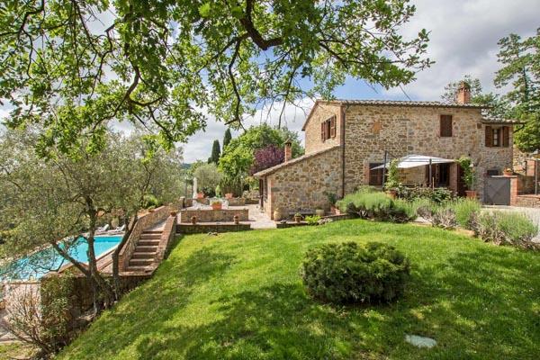 Restauriertes Landhaus mit Schwimmbad und Olivenhain in der Nähe von Sinalunga in der Toskana