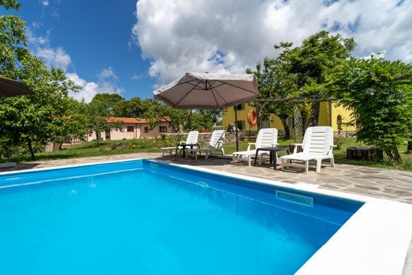 Restauriertes Landhaus mit Gästehaus, Pool und eigener Quelle in der grünen Landschaft des Monte Amiata