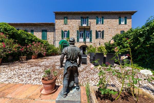 Teil eines historischen Stadthauses mit Gärten und Garage in der Nähe von Todi in Umbrien