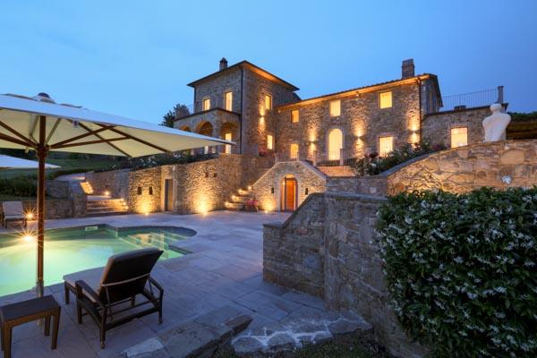 Prestigeträchtiges Anwesen mit 4 Gebäuden, 2 Pools und Tennisplatz in Umbrien