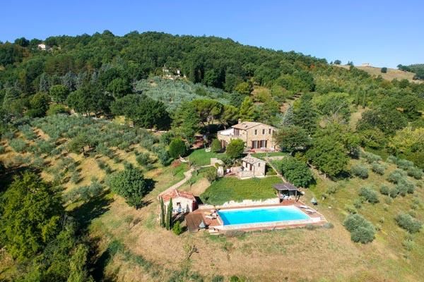 Wunderschönes Anwesen mit Infinity-Pool und spektakulärem Blick über das Valle Umbra