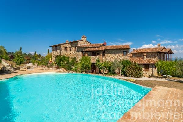 Apartment in picturesque hamlet with private garden and shared pool in the centre of Umbria