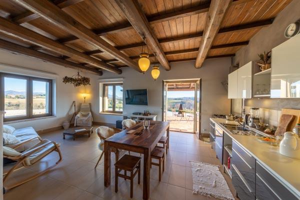 Appartamento con giardino in un casale in pietra vicino a Todi con vista spettacolare