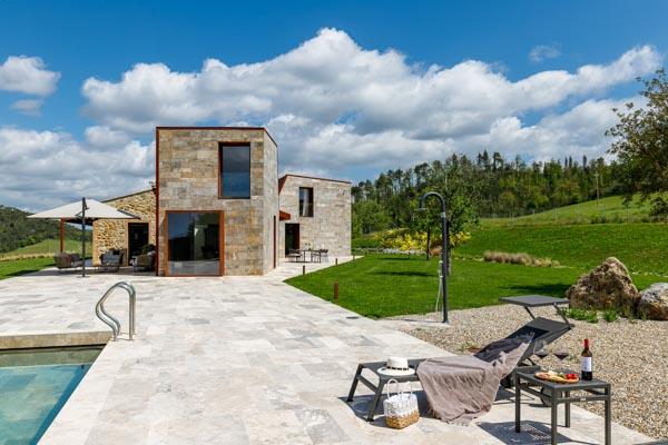 Einzigartige moderne Design-Villa mit Travertin-Pool in Aussichtslage in der Toskana
