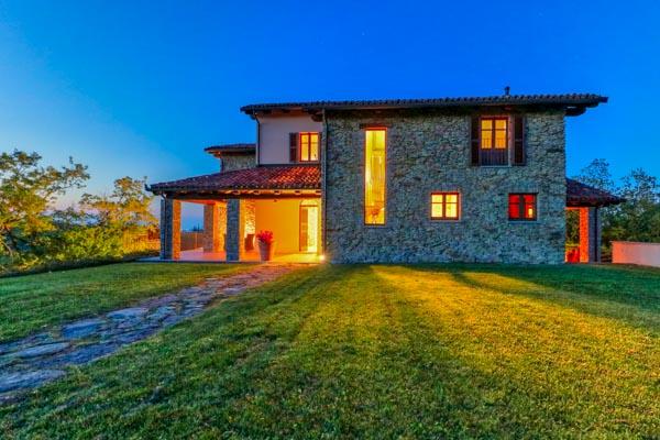 Stilvoll restauriertes Landhaus mit Infinity-Pool und herrlicher Aussicht in der Nähe von Acqui Terme