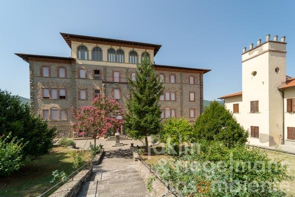 Guest house with 35 bedrooms and garden in Casentino