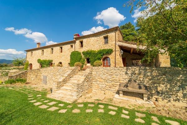 Landhaus mit Panoramapool, 5 Schlafzimmern und herrlichem Blick auf Cortona