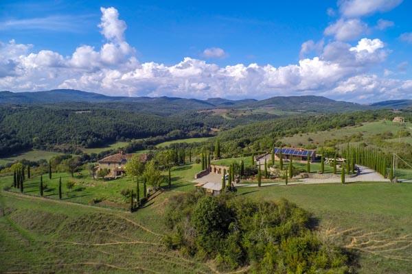 Zwei Landhäuser mit Garten und Swimmingpool im grünen Herzen Italiens zu verkaufen
