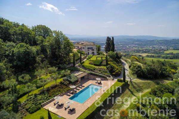 Exclusive villa with swimming pool, spa and panoramic views near Perugia in Umbria
