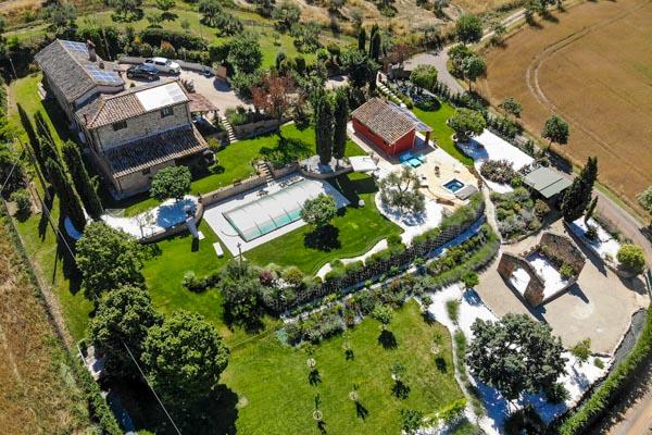 Klassisches Landhaus aus Natur- und Ziegelstein mit Nebengebäude und Pool in der Nähe von Perugia