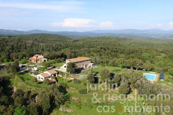 The country estate for sale with annexes and swimming pool close to Sassetta on the Tuscan coast