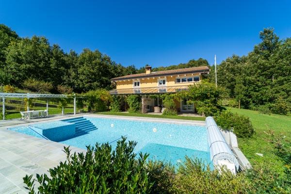 Wunderschönes italienisches Anwesen mit offenen Wohnbereichen, gebaut nach hohen schwedischen Standards