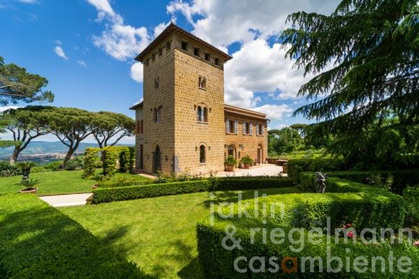 Restored 19th century villa with guest cottage, staff apartment and infinity pool with breathtaking views of Orvieto