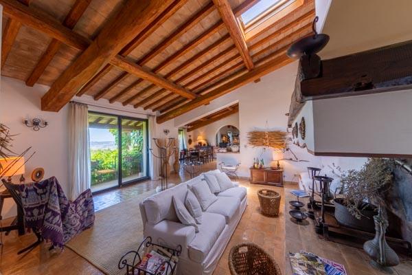 Villa mit Garten in der toskanischen Maremma mit Weitblick auf das Meer und den Monte Argentario